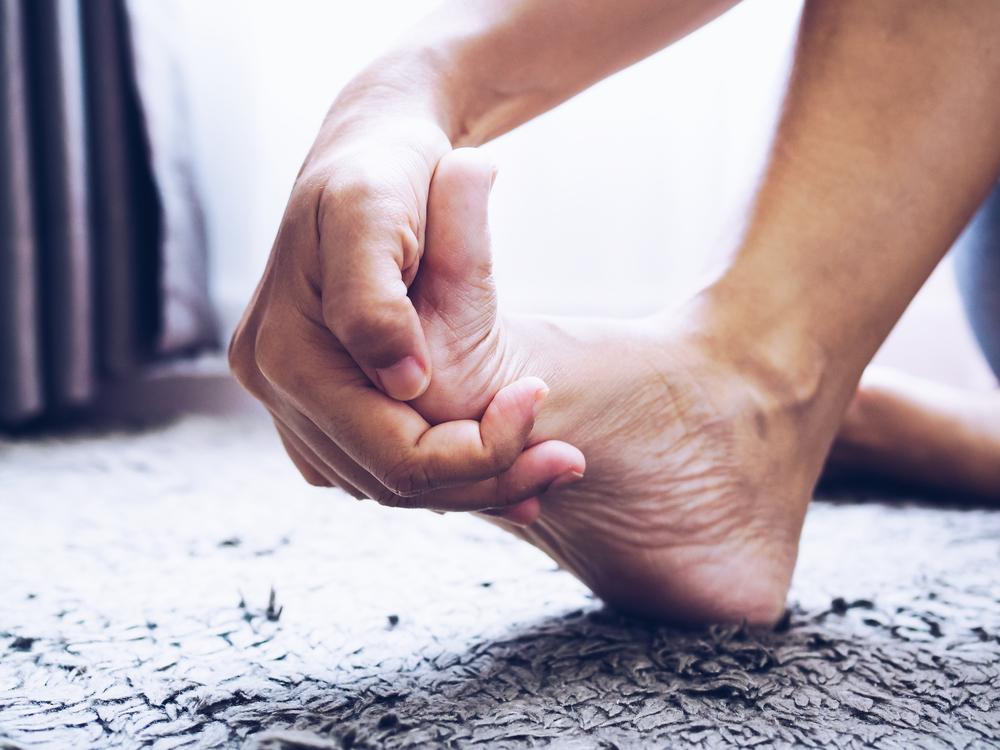 amorteala-picior-cauze-simptome-tratament